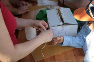 Auch zum Kerzendrehen gibt es einiges Vorzubereiten